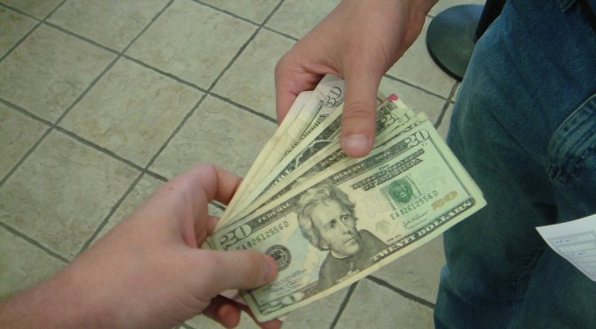 4 consejos para prestarle dinero a un amigo en tiempos de coronavirus (que te pueden ayudar a evitar una pelea)